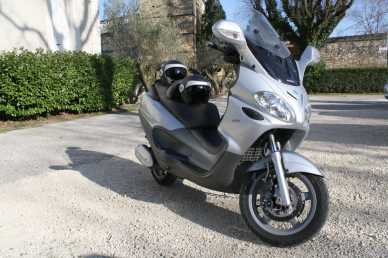 lire une petite annonce propose vendre scooter 125 cc piaggio. Black Bedroom Furniture Sets. Home Design Ideas