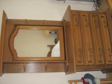 lire une petite annonce propose vendre meuble bois massif hetre. Black Bedroom Furniture Sets. Home Design Ideas
