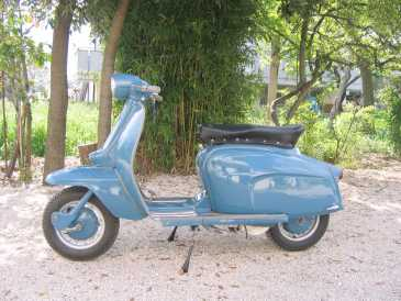 lire une petite annonce propose vendre scooter 125 cc lambretta. Black Bedroom Furniture Sets. Home Design Ideas