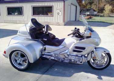 motos 3 roues occasion trouvez le meilleur prix sur voir avant d 39 acheter. Black Bedroom Furniture Sets. Home Design Ideas