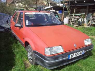 Photo : Propose à vendre Berline RENAULT - R19