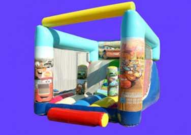 et jouets cars 2 pour le retour de flash mcqueen martin au cinma. Black Bedroom Furniture Sets. Home Design Ideas