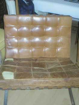 lire une petite annonce propose vendre 2 fauteuils knoll barcelona. Black Bedroom Furniture Sets. Home Design Ideas