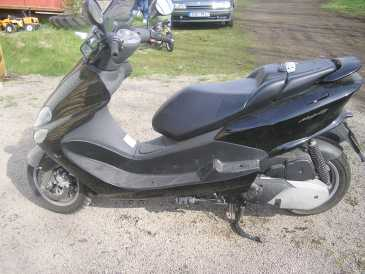 lire une petite annonce propose vendre scooter 125 cc yamaha. Black Bedroom Furniture Sets. Home Design Ideas